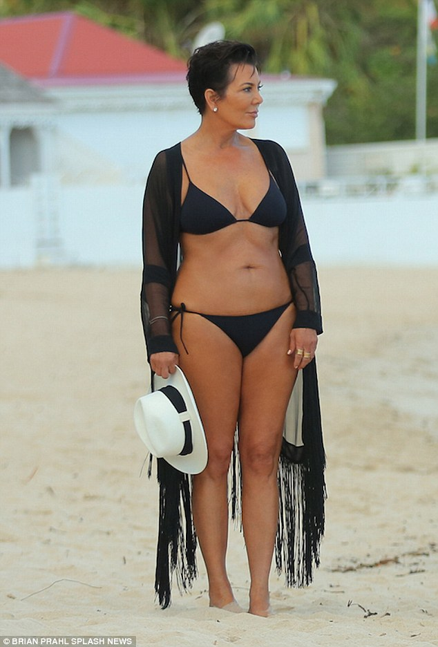 59 Year Old Mother Of 6 Kris Jenner Gives Her Daughters A Run For